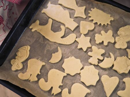 cut out molds dough for homemade shortbread cookies Imagens
