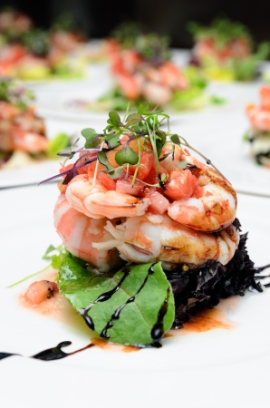 Design salad with lettuce, tomatoes, prawns and caramelized sauce  Stock Photo