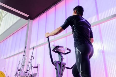 eliptica: El hombre nuevo, entrenamiento cardiovascular en la elíptica.