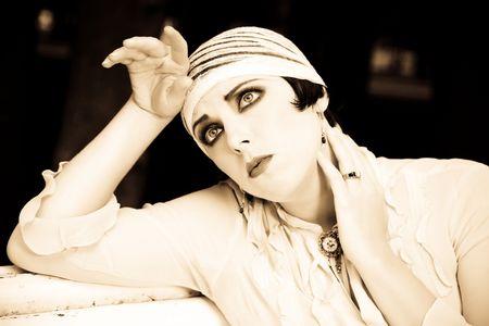 silencio: Mujer Close-up retrato. Revisi�n retrospectiva. 20-s del siglo XX.