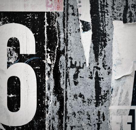 graffiti alphabet: Grunge Stadtmauer mit alten Plakaten