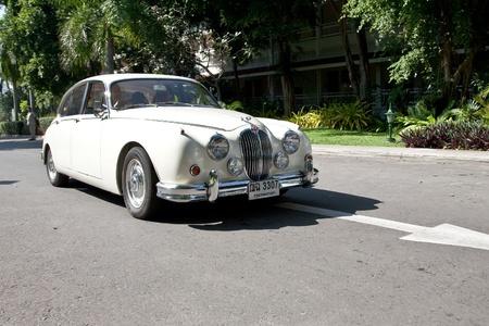 jaguar: HUA HIN - 18 de diciembre: Jaguar Mark II, a�o 1961. Autom�vil retro Vintage coche desfile 2010 en el Hotel Sofitel en Hua Hin, Tailandia, 18 de diciembre de 2010.