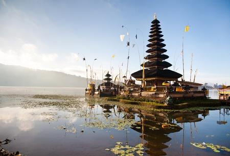 pura: Bali Pura Ulun Danu Bratan Water Temple decorated for the ceremony
