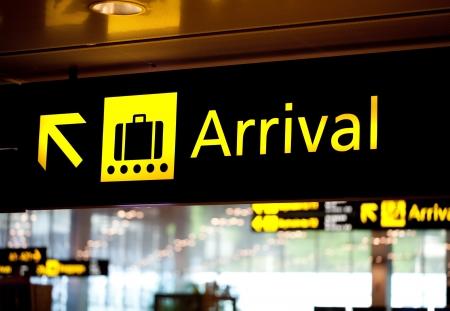 Aankomst luchthaven informatiebord fel licht