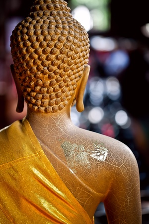 cabeza de buda: Vista trasera de una estatua de Buda Foto de archivo