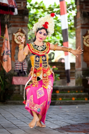 perfomance: BATUBULAN, BALI, INDONESIA- JUNE 23: Barong Woman Dancer on June 23, 2011 in Batubulan, Bali, Indonesia.