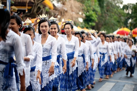GIANYAR, BALI, INDONESIA- MAY 21: Unidentified villagers bring gifts to the gods at the Balinese Temple during the Odalan Festival on May 21, 2011 in Gianyar, Bali, Indonesia.  Sajtókép