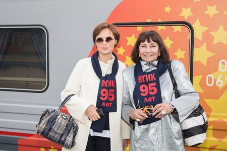 95: MOSCA, RUSSIA, settembre, 23: E. Ksenofontova, L.Luzhina. Treno VGIK 95 (VGIK) Tour. Settembre 23, 2014 alla stazione ferroviaria Yaroslavsky a Mosca, Russia