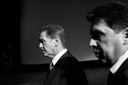 """durchstechen: Moskau, Russland, September, 10: Schauspieler Pierce Brosnan. Premiere des Films """"Die November-MAN"""", September 10, 2014 in Barvikha Luxury Dorf in Moskau, Russland Editorial"""