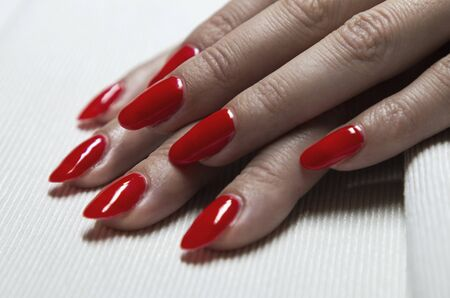 applying red gel nail polish on womens nails Stok Fotoğraf