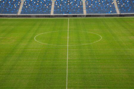 A football field at an empty stadium from fans. 版權商用圖片 - 142982091