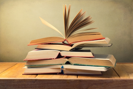 Open old books on wooden table over grunge background Stock Photo - 21185064