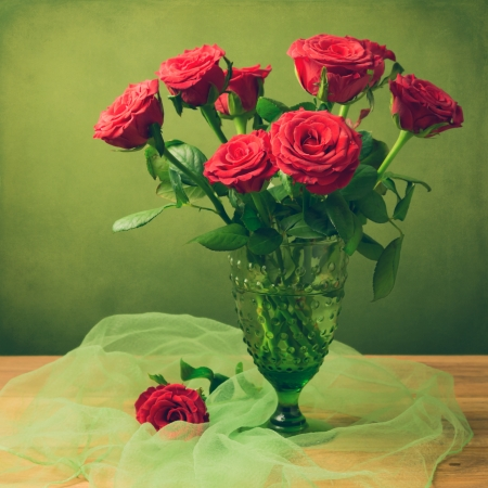 Rose flower bouquet in green glass retro vase over grunge background Stock Photo - 21716427