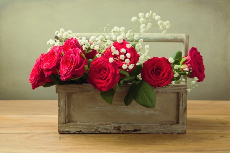 Red roses flower bouquet in wooden box Stock Photo - 21736220