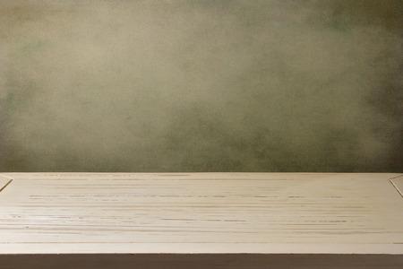 tabla de madera: Fondo con la mesa de madera blanca