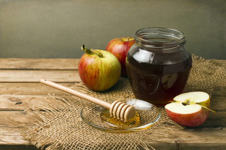 honey tone: Still life with honey and apples on wooden tabletop