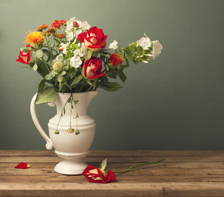 roses in vase: Beautiful flower bouquet with red roses