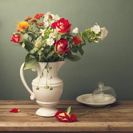 rosas rojas: Hermoso ramo de flores con rosas rojas