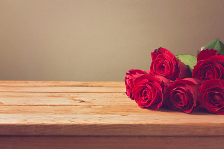 ladylike: Valentines day background with red roses