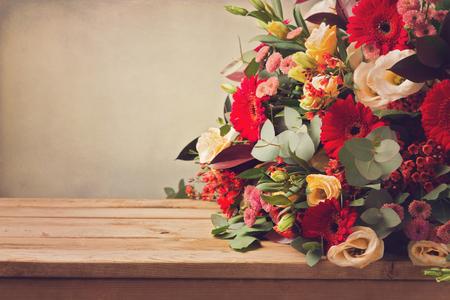 gebera: Flower bouquet on wooden table