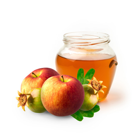 Miel, manzana y granada en el fondo blanco