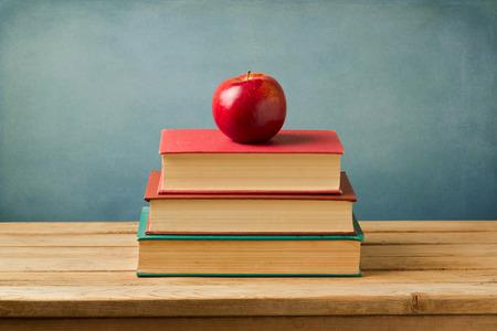 convivencia escolar: Volver al concepto de escuela. Apple en los libros de la vendimia