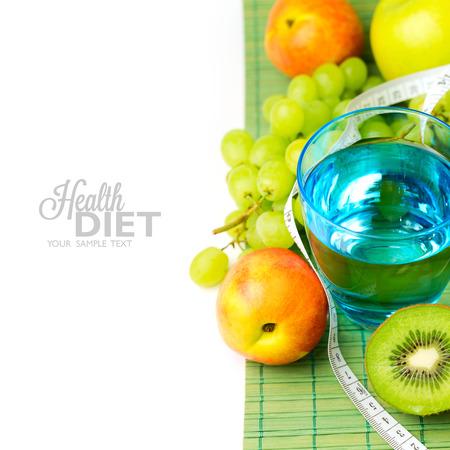 dieta sana: Agua y frutas saludables para el concepto de dieta Foto de archivo