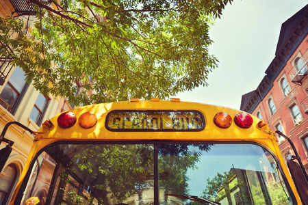 autobus escolar: Autobús escolar en la calle de la ciudad de Nueva York, EE.UU.