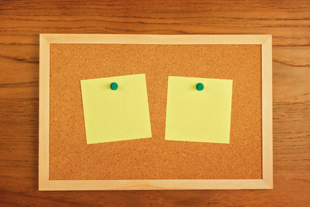 paper board: Reminder blank notes paper on cork board