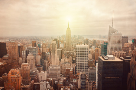 복고풍 필터 효과와 뉴욕시의 스카이 라인