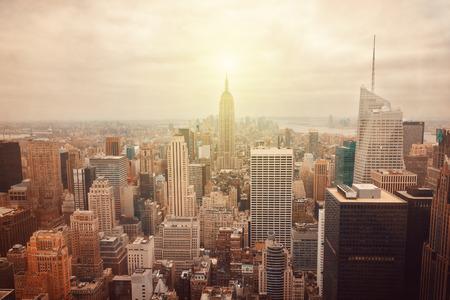 in city: Horizonte de la ciudad de Nueva York con efecto retro filtro