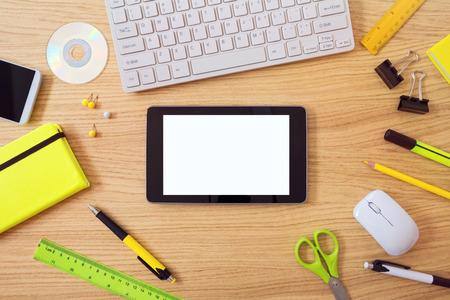 articulos de oficina: Escritorio de oficina maqueta plantilla con elementos de la tableta y de oficina. Vista desde arriba Foto de archivo