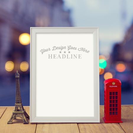 cabina telefonica: Cartel maqueta plantilla con cabina telef�nica Torre Eiffel y Londres sobre la ciudad bokeh