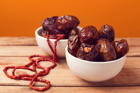 up to date: Dried date palm tree fruits close up Stock Photo