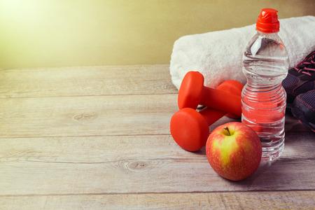 ダンベル、水とリンゴとフィットネスの概念 写真素材