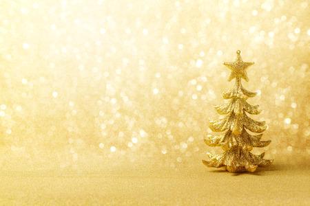 ツリー飾りと黄金のクリスマス背景 写真素材