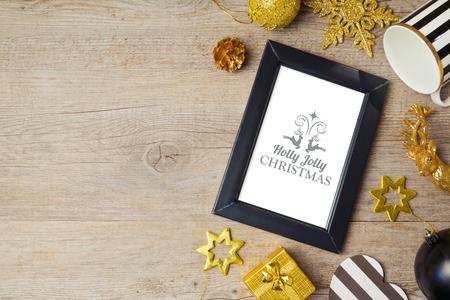 marco madera: Fondo de la Navidad con el cartel maqueta plantilla y decoraciones. Vista desde arriba Foto de archivo