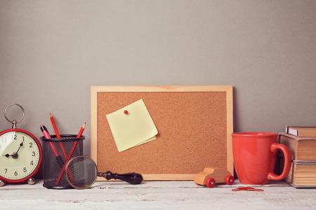 note board: Business desk with note board website header hero image