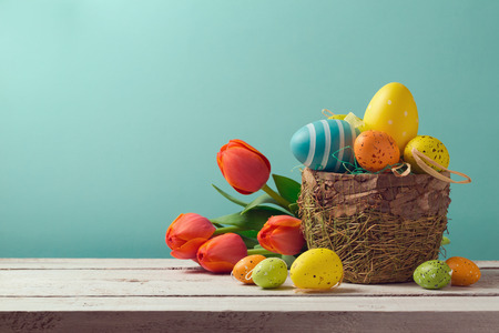 baskets: Easter egg decorations with flowers over blue background Stock Photo