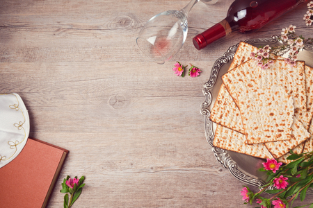 Jewish holiday Passover background with matzah, seder plate and wine. View from above Standard-Bild