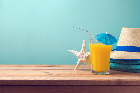 Summer holiday vacation background with orange juice , starfish and hat. Foto de archivo
