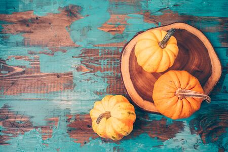 Happy Thanksgiving background with pumpkin over wooden board. Top view from above Фото со стока - 131363891
