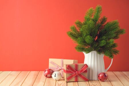 Holiday celebration concept with pine tree branches and gift boxes on wooden table. Foto de archivo - 131364029