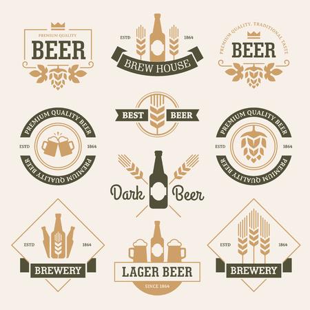 Sada pivních etiket, emblémy, znaky a symboly v bílé a tmavě zelené barvy izolovaných na světlém pozadí