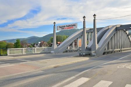 nad: KROSCIENKO NAD DUNAJCEM, POLAND - MAY 11, 2016: Bridges named Jozef Pilsudski in Kroscienko nad Dunajcem, Poland.