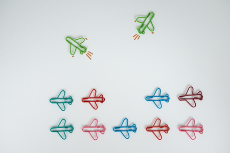 Group of plan paperclip with another two green plane paperclip is point to another direction for concept of team individual leadership and difference thinking - Flay lay Standard-Bild - 106658912