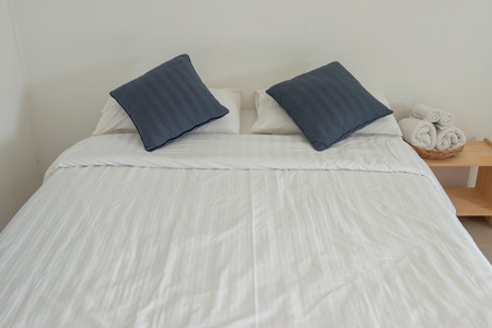 Interior white bed with pillows in the bedroom of hotel or hostel Standard-Bild - 118981072