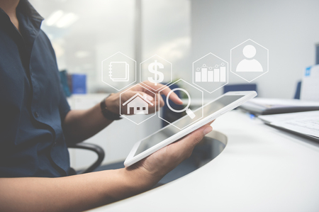 Man typing the tablet screen with business value diagram icon for online business concept Standard-Bild - 118982033
