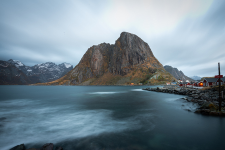 Long exposure of red fishing rorbuer house village with mountain view in Lofoten island Hamnoy Norway Banco de Imagens