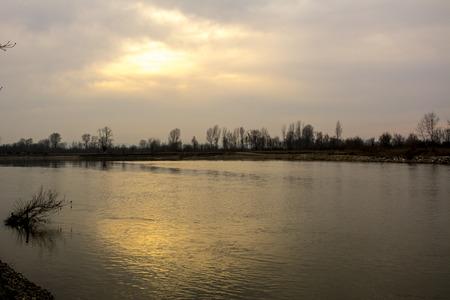 bosna: Foto fatta durante una passeggiata lungo il fiume Bosna, nel nord della Bosnia-Erzegovina.